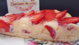 Tartă cu cremă de vanilie și căpșuni